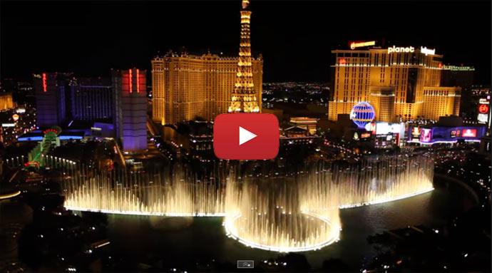 Pohled na vodotrysk v Las Vegas z hotelu