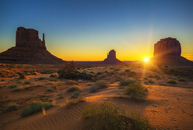 Pohled na Monument Valley při západu slunce
