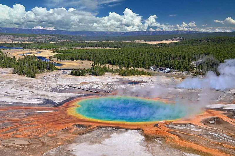 Jezírko Grand Prismatic Spring v Yellowstone národním parku