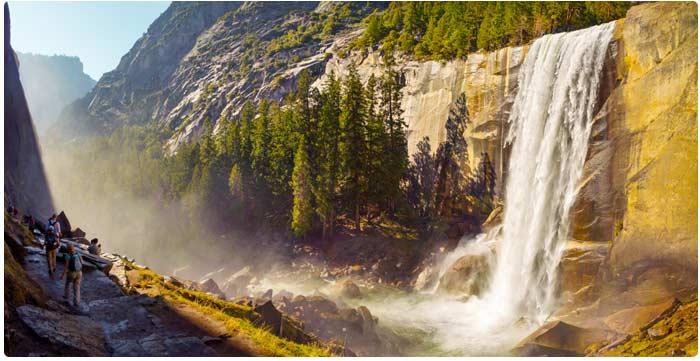 Vernalský vodopád v Yosemitech