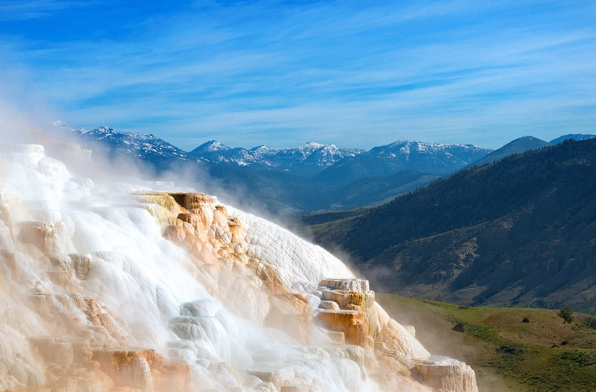 Mammonth Hot Springs v parku Yellowstone