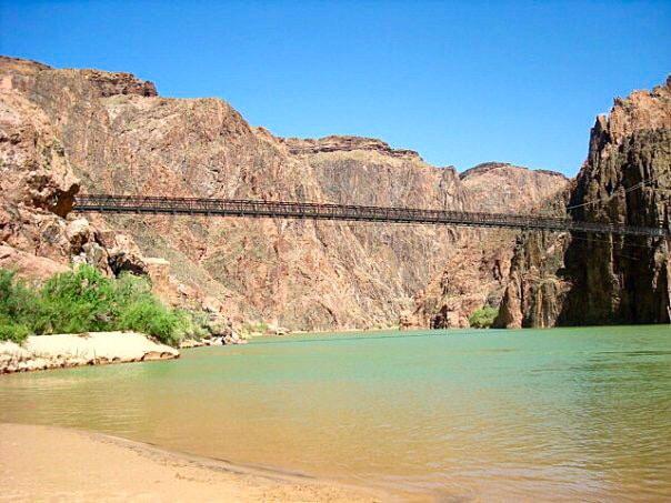 Most přes řeku Colorado v Grand Canyonu