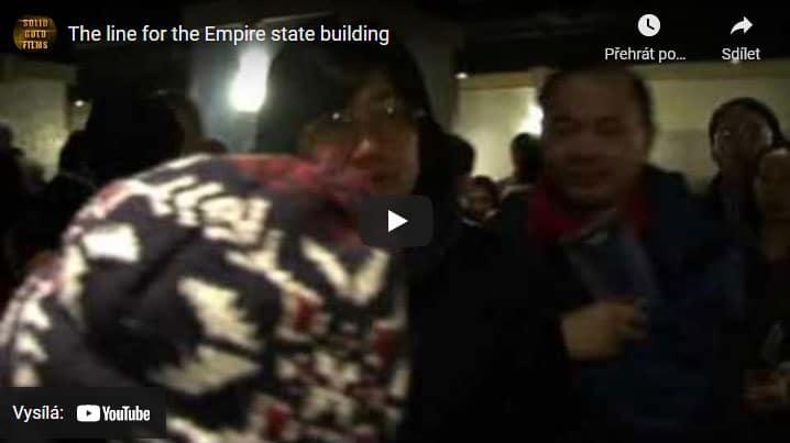 fronta u vstupu na Emapire State Building v New Yorku
