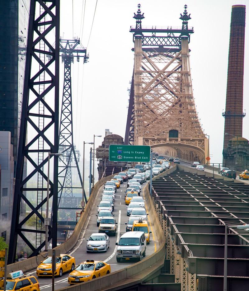 Při jízdě lanovkou se budete doslova vznášet nad auty na Queensboro Bridge