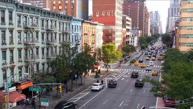 Pohled do ulic New Yorku z lanovky
