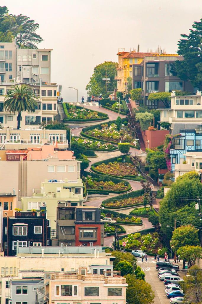 Lombard Street - nejklikatější ulice v San Franciscu
