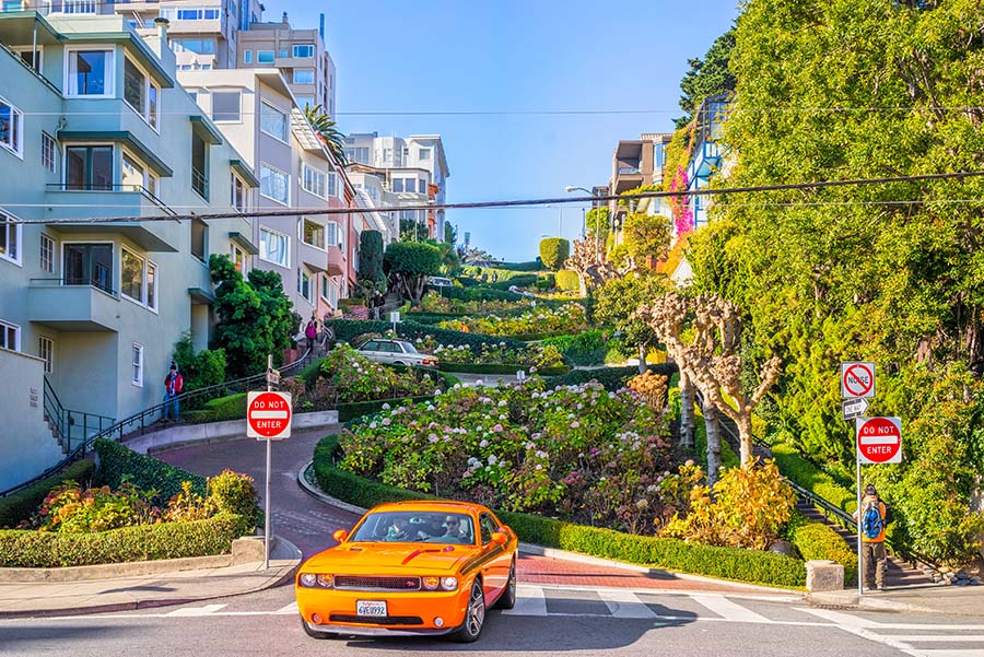 Lombard Street ve spodní části